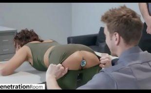 Brazzers vídeo porno gratis com Adriana Chechik tomando no cu