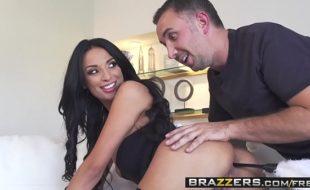 Videos de sexo com muito porno com essa morena de bunda grande