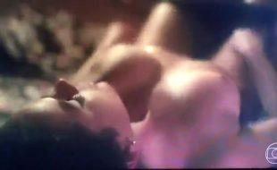 Bruna Marquezine pelada em cena de sexo na Globo