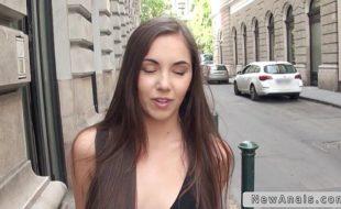Xnxx novinha em video porno trepando demais